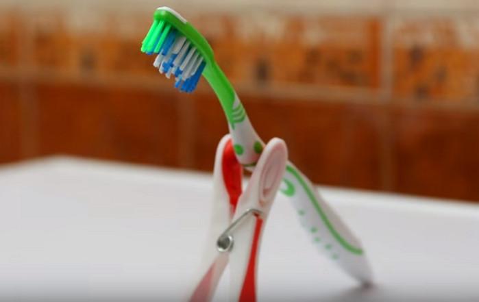 Подставоки под зубные щетки из прищепок